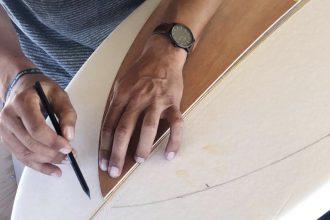 Damien Marly shaper et Fondateur de la marque chipiron surfboards - surf and the city
